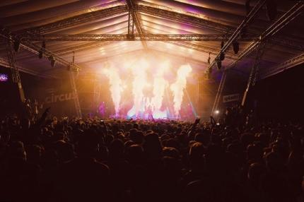 Koncert KMN Gang podczas preparty 20. edycji splasha! na małej scenie